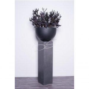 Sokkel (hout/lood) met zwart opgemaakte pot
